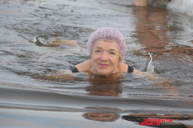 Моржи не только плавают в холодной воде, но и занимаются бегом.