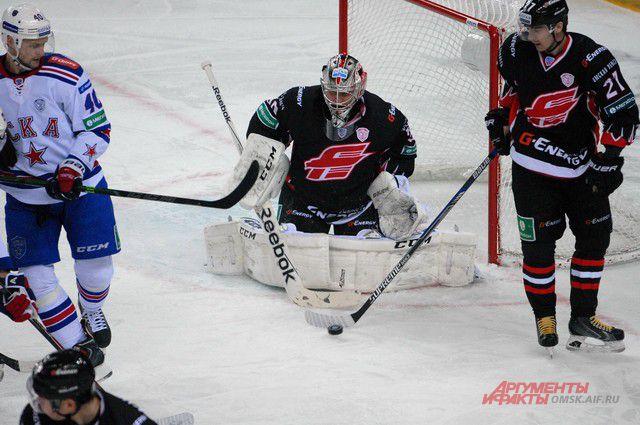 Вратарь омичей Константин Барулин проводил первый матч после травмы