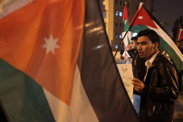 Жители Иордании, возмущенные мучительной смертью своего соотечественника от рук исламистов, вышли на акции протеста.