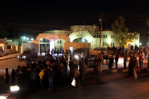 В столице страны толпа направилась к президентскому дворцу. Люди призывали отомстить за казненного иорданца.