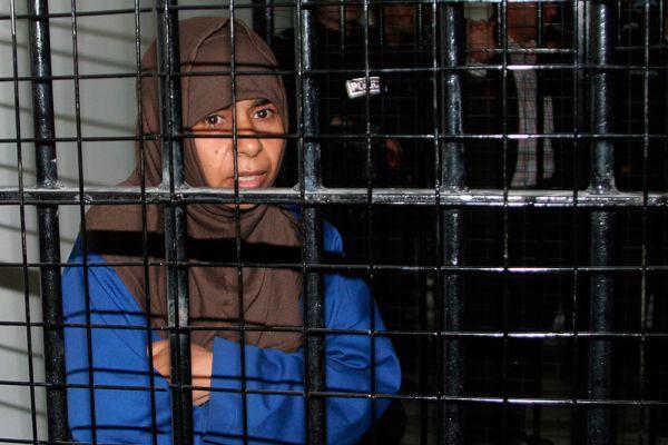 По некоторым данным, власти еще до рассвета казнили двоих граждан Ирака: Саджиду ар-Ришави, причастную к взрывам в трех отелях Аммана в 2005 году, которые унесли жизни 60 человек, и Зияда аль-Карбули (иначе известен как Абу Хедифа) — сподвижника главаря «Аль-Каиды» в Ираке Абу Мусаба аз-Заркауи.