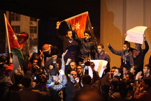 Бурные демонстрации прошли в Аммане и в городе Эль-Карак (родной город убитого боевиками пилота).