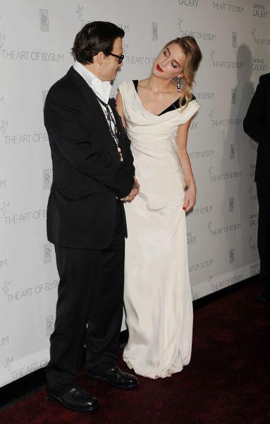И вот, 3 февраля, Джонни и Эмбер официально поженились. Скромная церемония состоялась в их доме в Лос-Анджелесе.