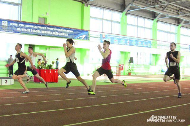 Омские легкоатлеты вышли на соревнования