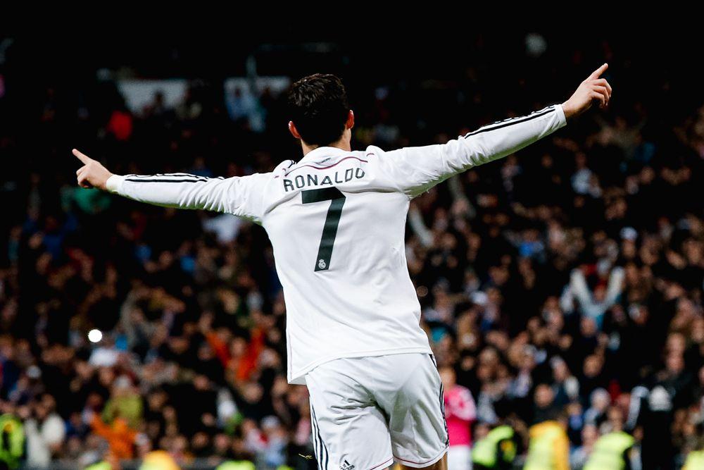 1-90 – первый в истории футболист, который за свою карьеру забивал голы на каждой минуте матча от 1 до 90.