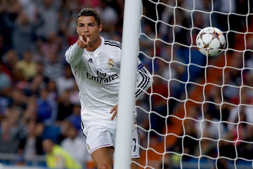 40 – первый в истории футболист, который забил по 40 голов в лиге в двух сезонах подряд.