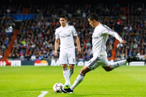 9 – рекордсмен по количеству попаданий в сборную года по версии УЕФА.