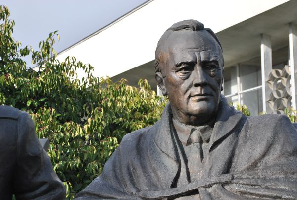 Скульптура президента США Франклина Рузвельта.