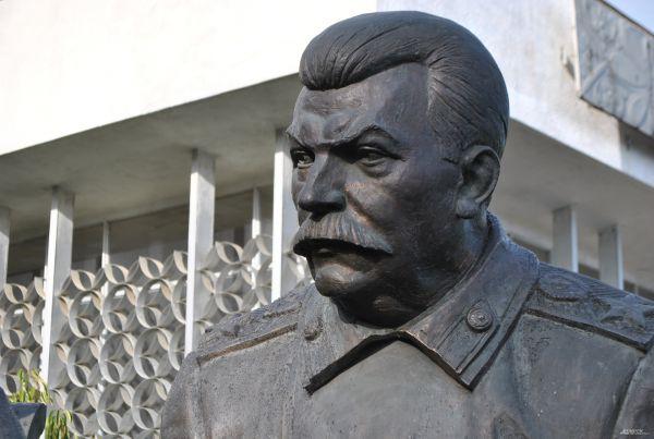 Скульптура председателя Совета Народных Комиссаров СССР, маршала Советского Союза Иосифа Сталина.