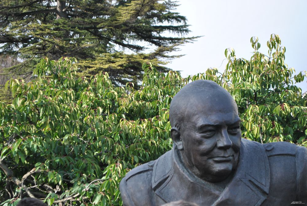 Скульптура премьер-министра Великобритании Уинстона Черчилля.