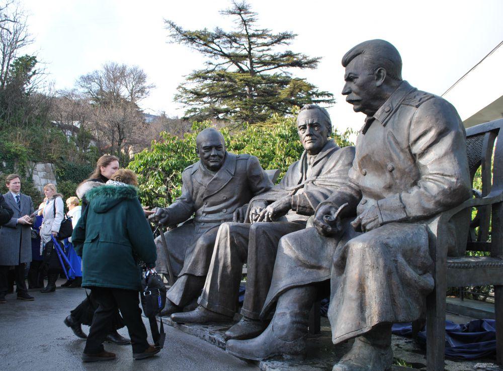 С лидерами «Большой тройки» с удовольствие фотографировались участники конференции.