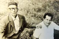 Ахматсафа завещал сыну Шагинуру узнать о судьбах героев-матросовцев. 1981 год.