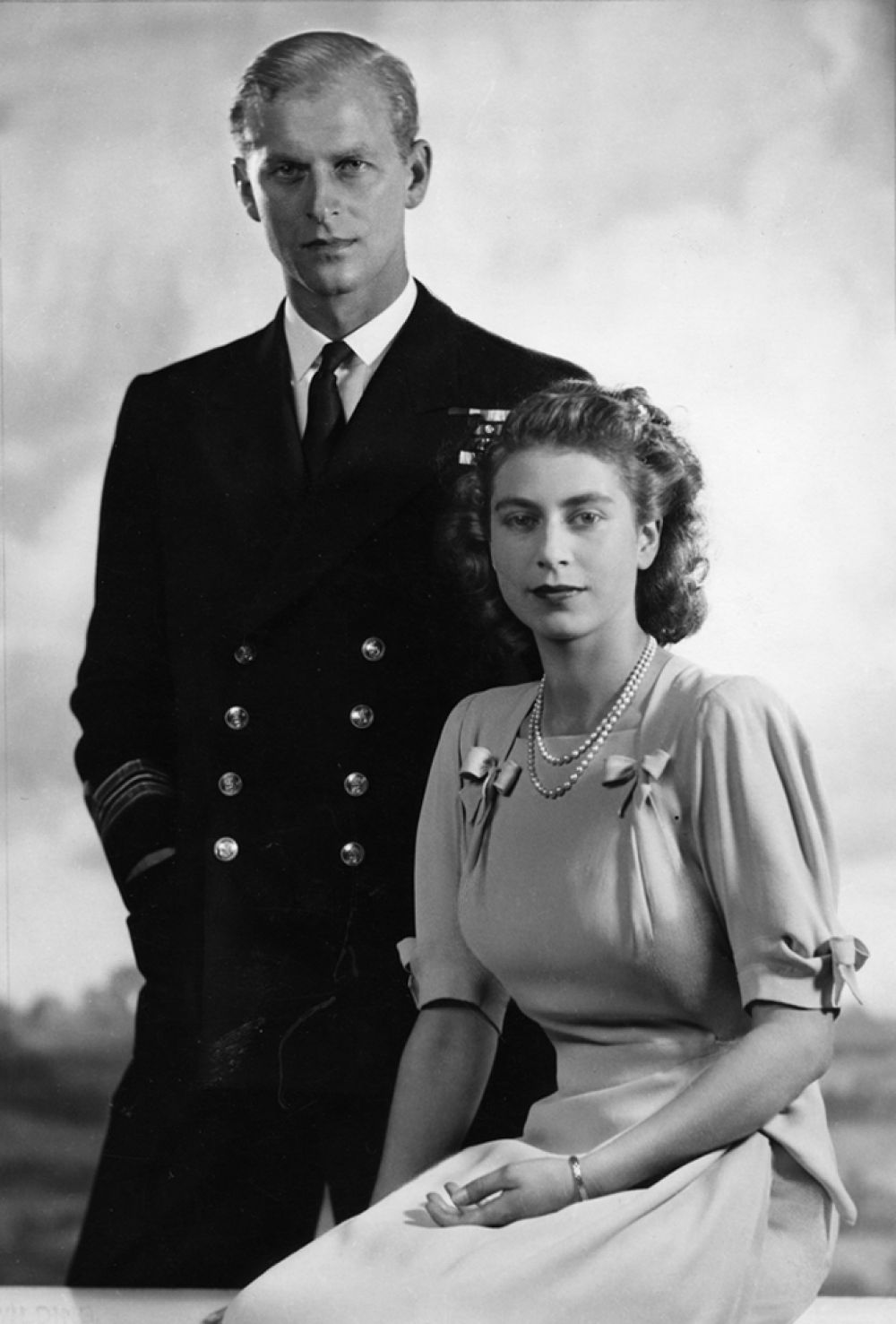 20 ноября 1947 года Елизавета вышла замуж за своего дальнего родственника, являющегося, как и она, праправнуком королевы Виктории — принца Филиппа Маунтбеттена, сына греческого принца Андрея, который тогда был офицером британского флота. Она познакомилась с ним в 13 лет, когда Филипп был еще кадетом Дортмутского военно-морского училища. Став ее супругом, Филипп получил титул герцога Эдинбургского.