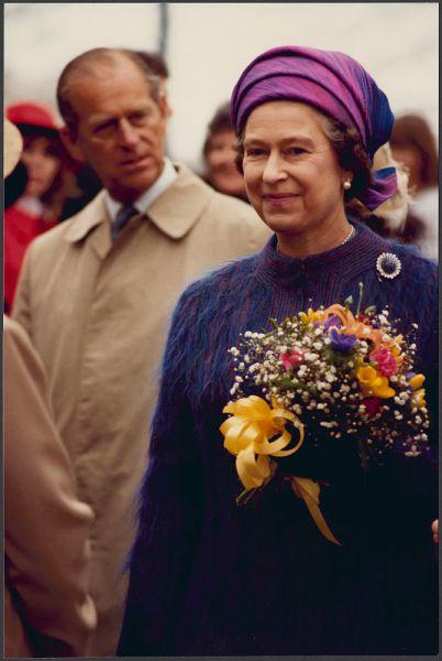 Еще с юности Елизавета II является поклонницей собак благородной охотничьей породы корги, несколько из которых постоянно сопровождают ее на отдыхе. Королева также вывела новую породу собак — дорги.