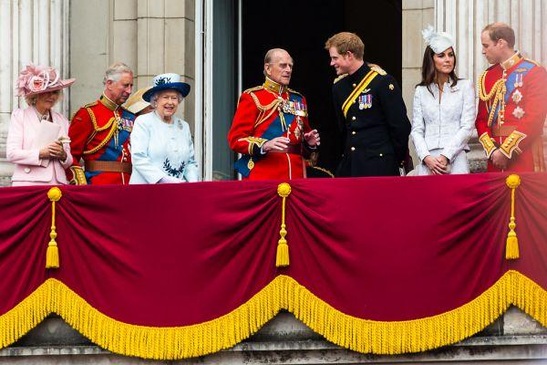 В ноябре 2007 года королева и ее супруг герцог Эдинбургский отпраздновали «бриллиантовую свадьбу» — шестидесятилетие совместной жизни. Ради такого случая королева позволила себе небольшую вольность — на один день они уединились с супругом для романтических воспоминаний на Мальте, где когда-то служил принц Филипп, а молодая принцесса Елизавета навещала его.