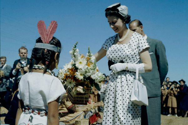 6 февраля 1952 года король Георг VI скончался от болезни легких, Елизавета, находившаяся в то время с мужем на отдыхе в Кении, в тот же день была объявлена королевой Великобритании. Однако официальная церемония коронации Елизаветы в Вестминстерском аббатстве в Лондоне состоялась лишь год спустя, 2 июня 1953 года.