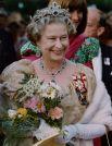 В 2006 году Букингемский дворец обнародовал 80 занимательных фактов из жизни королевы Великобритании Елизаветы II, благодаря чему стало известно, что королева увлекается фотографией, любит делать снимки членов своей семьи. В 1997 году королева дала старт первому в истории интернет-сайту британской монархии.