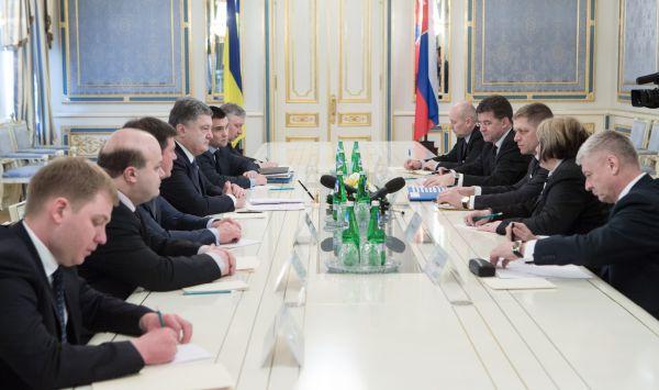 Петр Порошенко провел встречу с премьер-министром Словакии