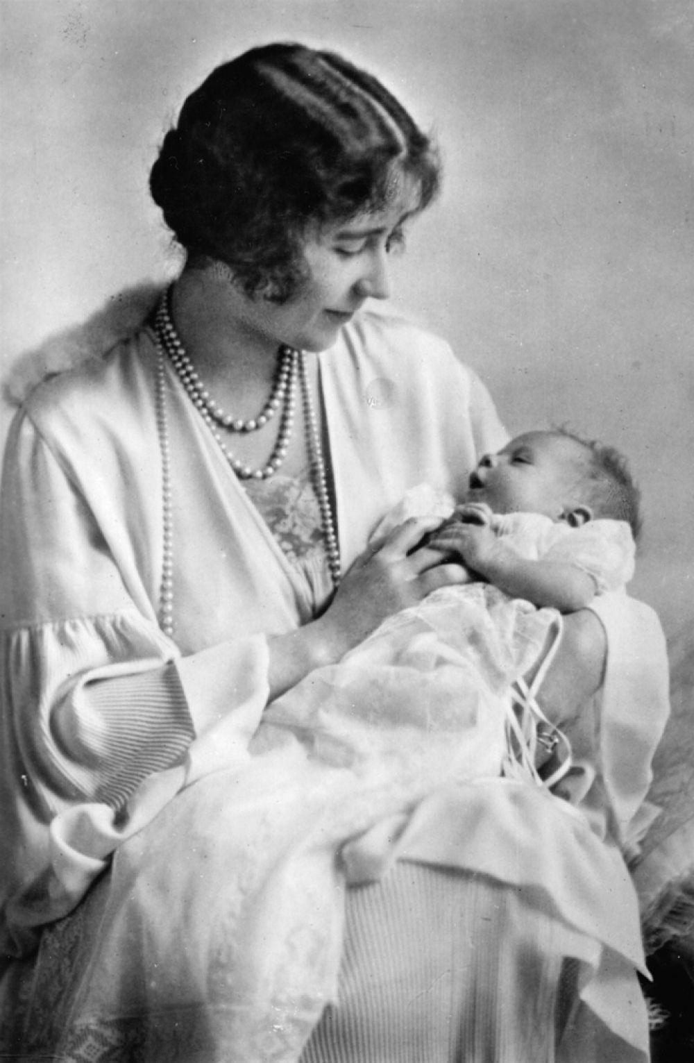 Королева Великобритании Елизавета II (Queen Elizabeth II) родилась 21 апреля 1926 года в Лондоне в семье герцога и герцогини Йоркских.