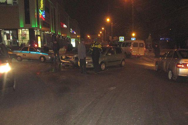 В Новомосковске из-за водителя Renault пострадали Opel и Skoda