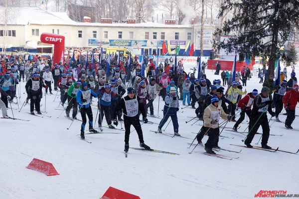 Несмотря на сильные морозы, в ежегодной акции приняли участие несколько тысяч жителей города.