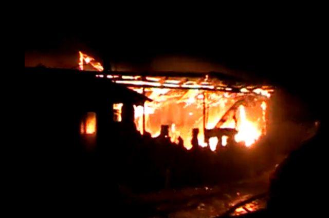Жилой дом выгорел полностью.