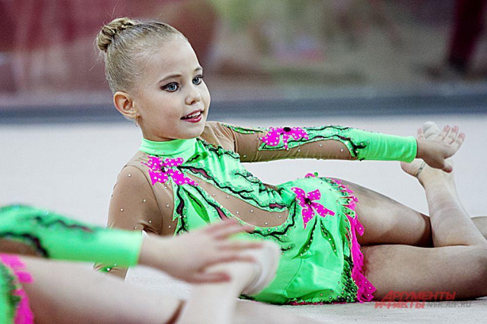 Нередко девочек отдают в этот грациозный вид спорта уже с малых лет - в 3-4 года