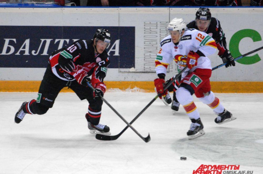 Сергей Калинин в борьбе за шайбу