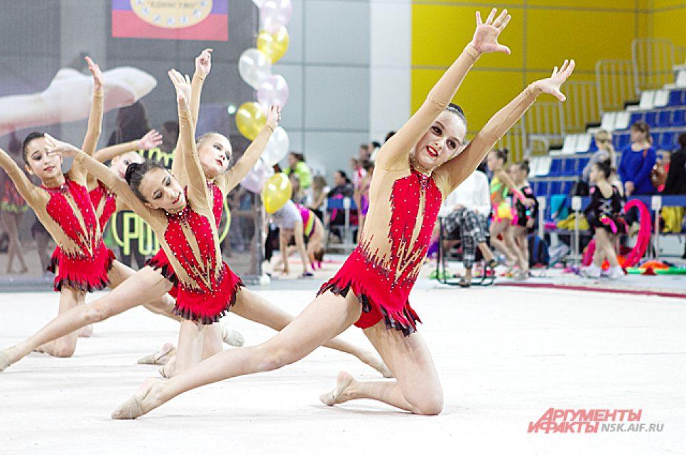 Кроме гимнасток из Новосибирска, в Первенстве приняли участие спортсменки из Куйбышева, Бердска, Краснообска, Тюмени и Северска