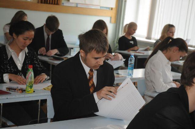 Омские школьники определились с предметами на ЕГЭ.