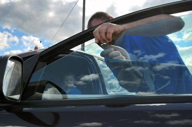 Остаются ли разводы на стекле от бензина? (решено) - 3 ответа
