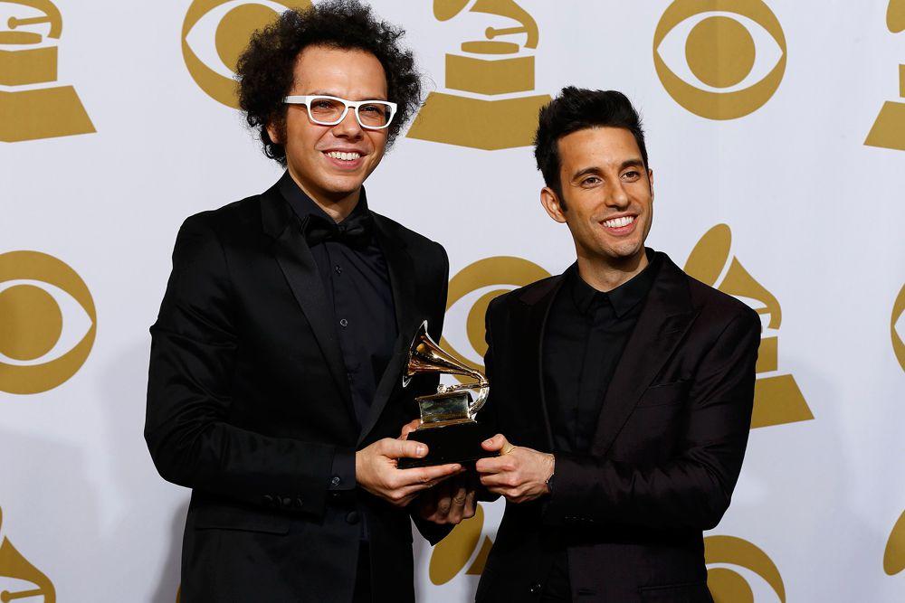 Статуэтку за лучшее совместное поп-исполнение получили Ян Аксель и Чад Ваккарино.
