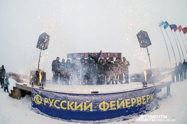 Никто не замерз и не ушел голодным. Для зрителей соревнований организовывался выезд из Смоленска, работали кафе и пункты обогрева, а в перерывах между соревнованиями играла музыка.