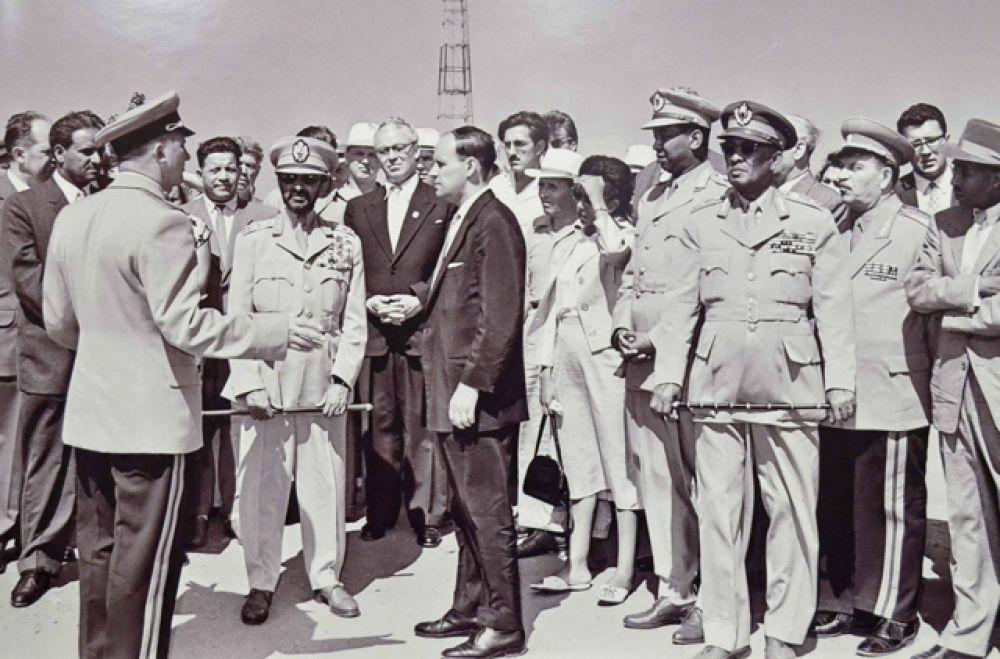Хайле Селассе I, император Эфиопии во время посещения Сталинградской ГЭС, 1959 год.
