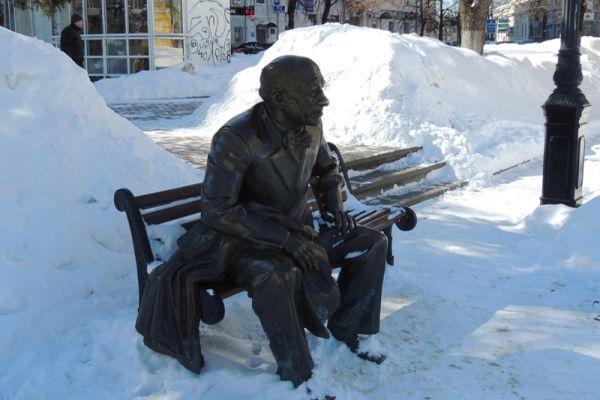 Памятник Евгению Евстигнееву.
