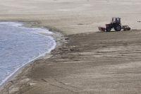 Добыча прибрежного песка.