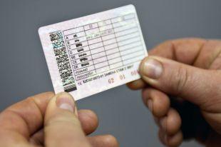 В Архангельске местный житель ездил с фальшивыми водительскими правами