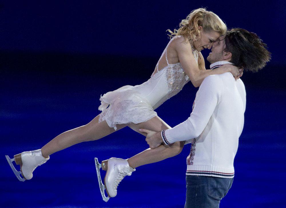 Фигуристов, кроме льда, связывают также личные отношения. Татьяна Волосожар и Максим Траньков встречаются с 2012 года. 11 февраля 2015 года пара объявила о своей помолвке.
