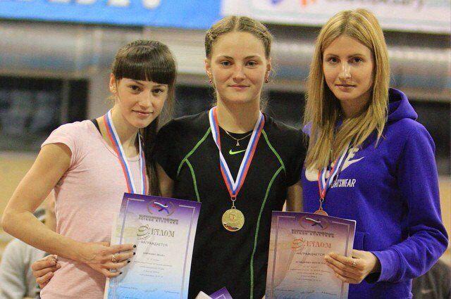 Виолетта Демидович (крайняя справа) с конкурентками.