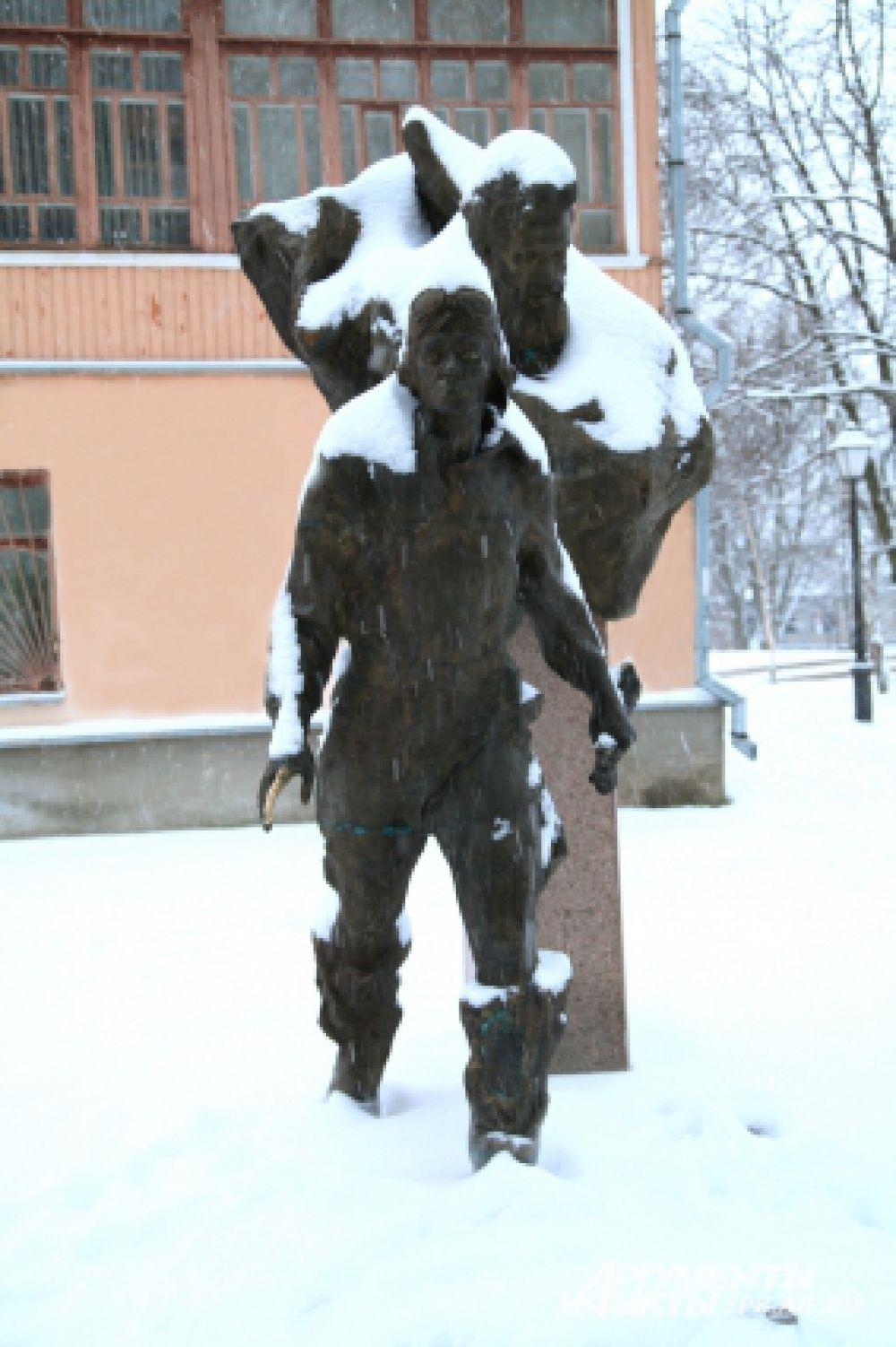 Памятник «Двум капитанам» открыли 20 лет назад