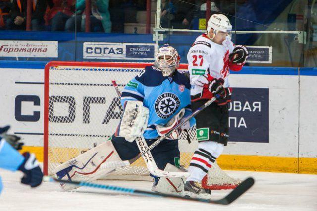 Хоккейная «Сибирь» дома проиграла «Авангарду»