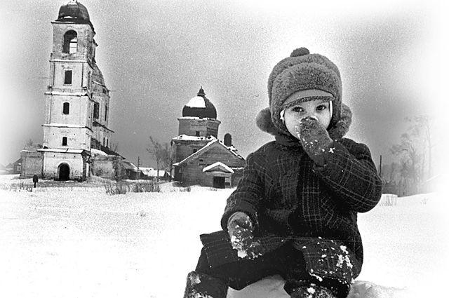 Одному на улице, и страшно и холодно...