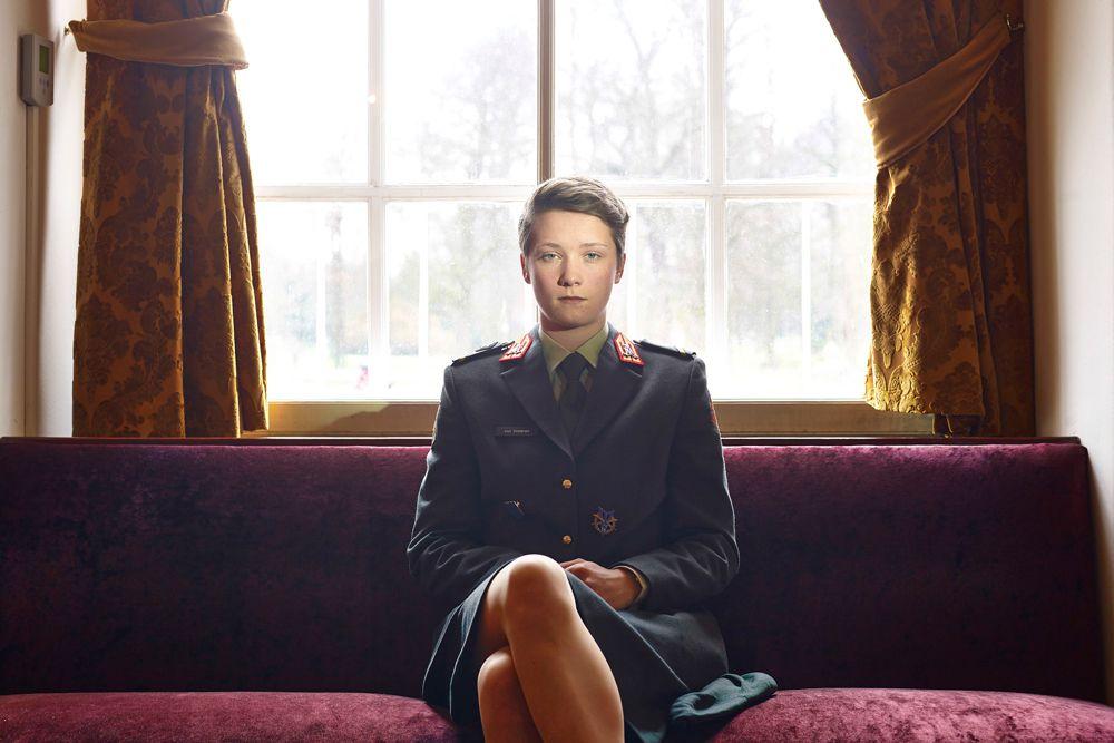 Паоло Вердзоне, итальянский фотограф Agence VU, занял третье место в номинации «Портреты». На его фотографии запечатлена курсантка на военной академии (Royal Military Academy) в городе Бреда, Нидерланды.