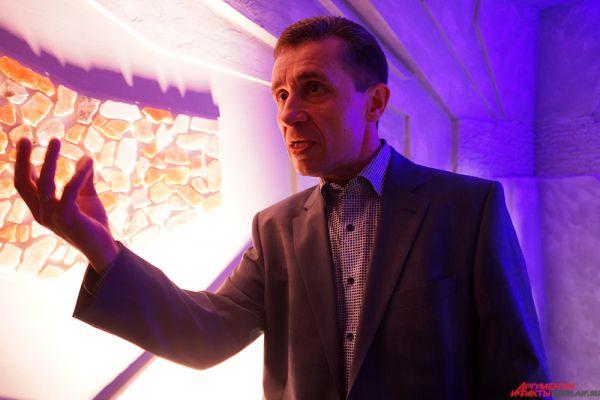 Автором проекта стал известный пермский камнерез Анатолий Иванов.