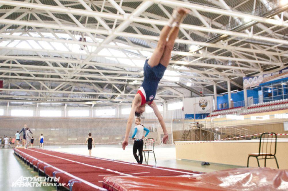 В Омске состоялись соревнования по прыжкам на акробатической дорожке