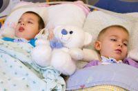 Мальчики страдают редкой генетической болезнью – синдромом Тея-Сакса