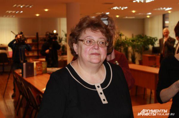 Директор музея Надежда Калугина с удовольствием приняла благодарность председателя ЦИК