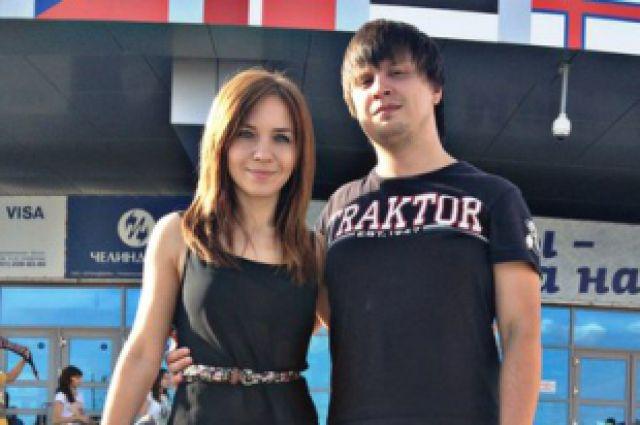 Каролина и Семён возле ледовой арены