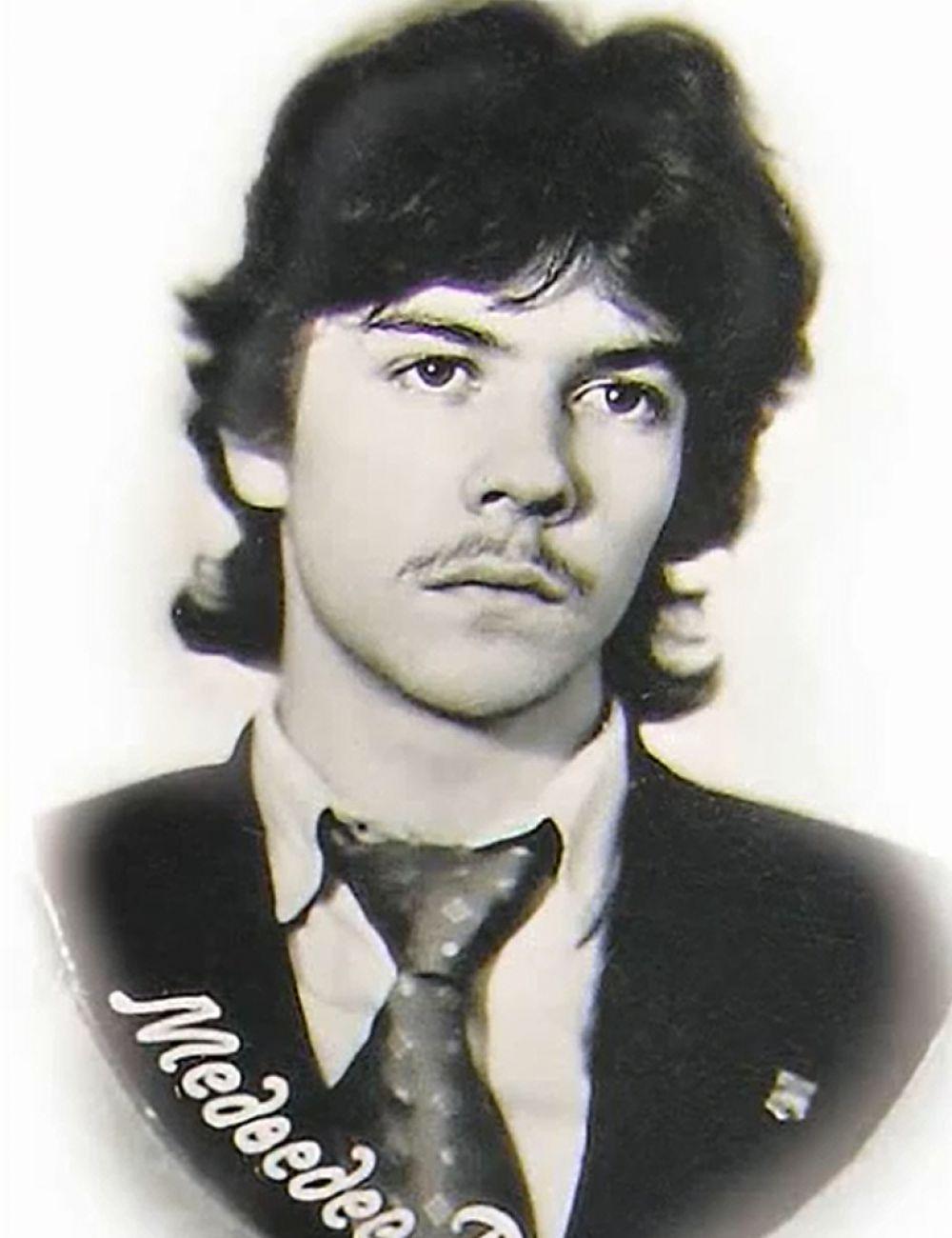 Председатель правительства РФ  Дмитрий Медведев в 1980-х годах.