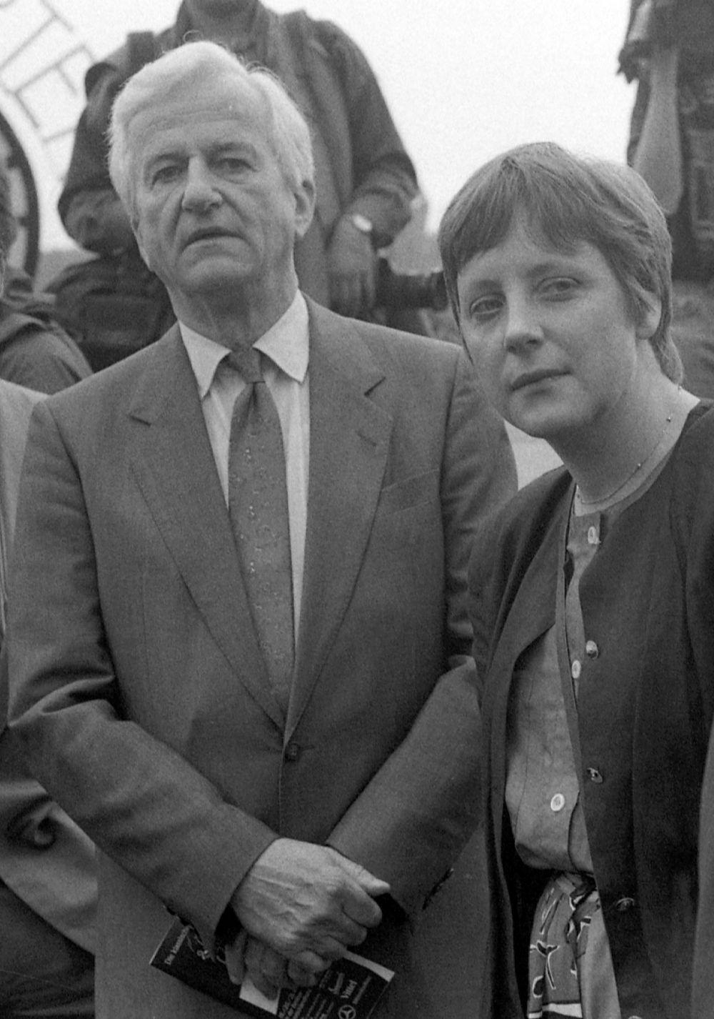 Канцлер Германии Ангела Меркель. 1991 год.